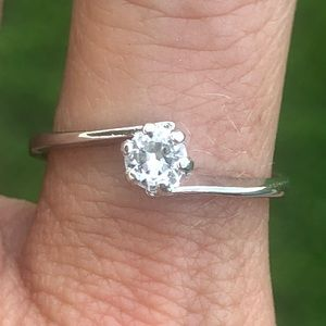 Vintage 925 Sterling Silver Bypass Solitaire Ring